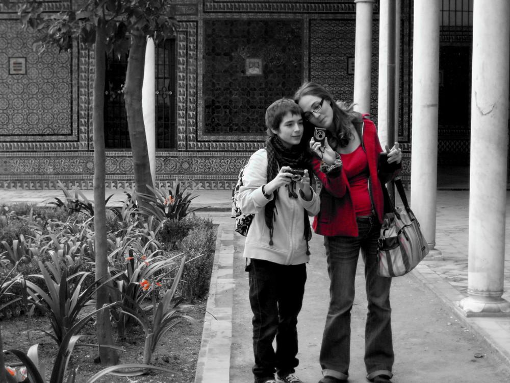 """Mes enfants, dans le jardin de la """"casa pilatos"""" Séville."""