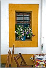 Mesa cerca de la ventana