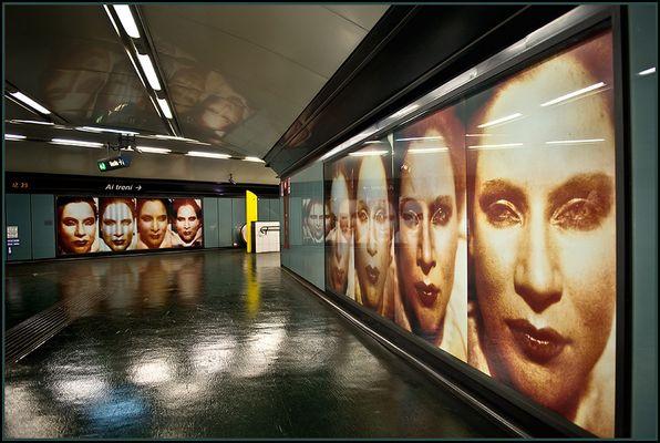 "Metro 03 -  Riflessi di ...""riflessioni"""