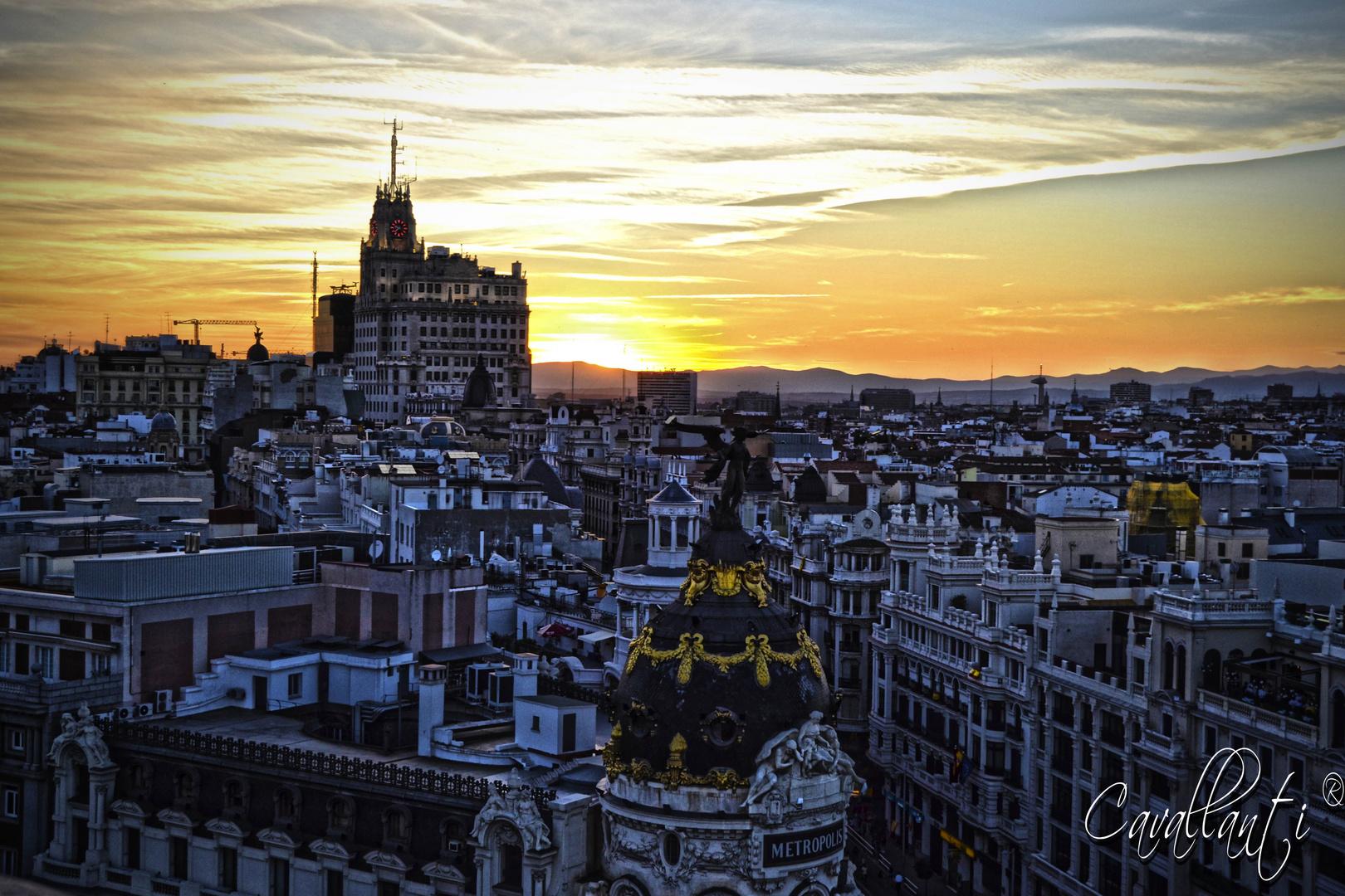Metropolis, Edificio TESA, Faro de Moncloa y un atardecer