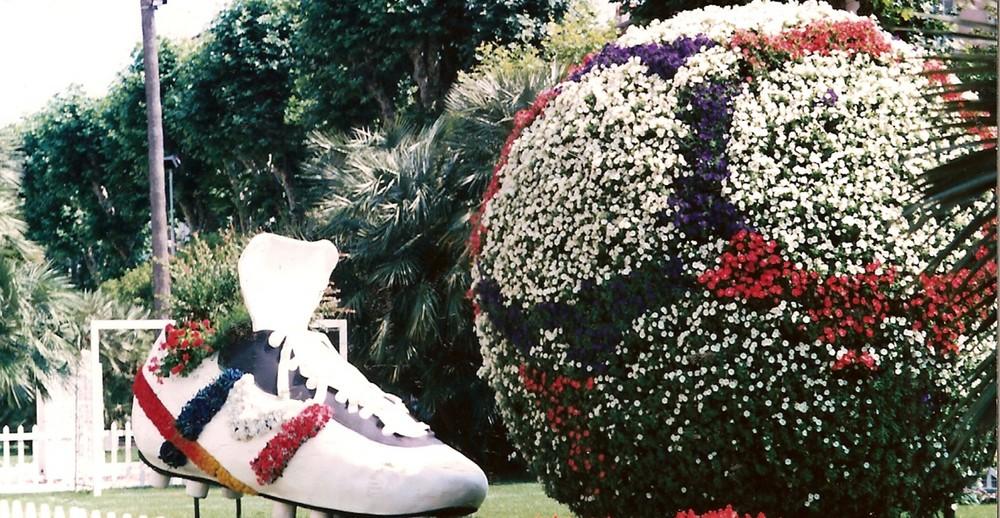 mettiamo dei fiori in scarpettte e palloni, il lato tenero del calcio