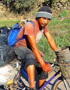 Mexikanischer Muellsammler und sein Hund