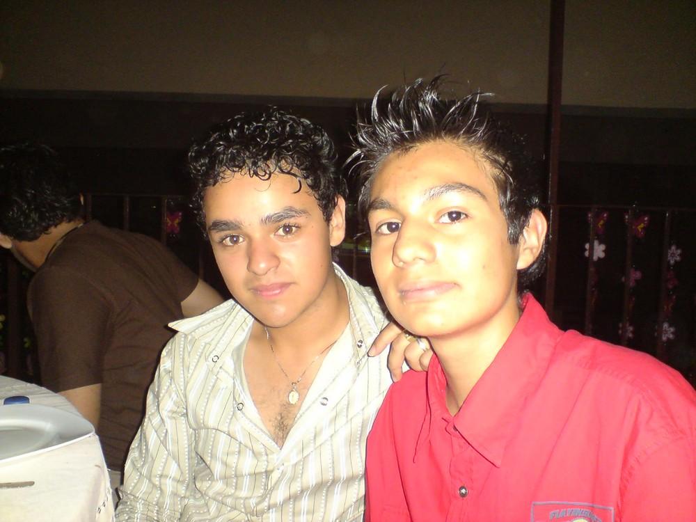 mi novio y mi amigo(mi amigo es el de rojo)