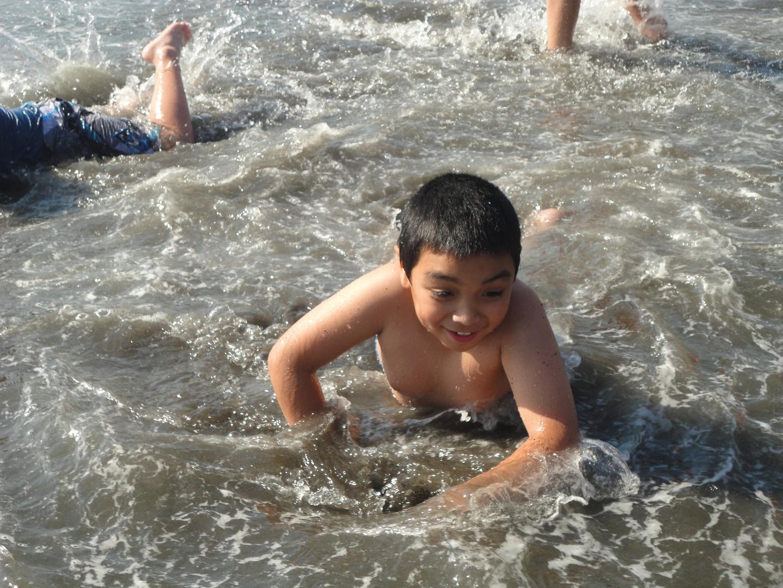 Mi sobrino Rodrigo en la playa de Niebla enero 2013 Chile