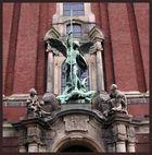 Michael-Statue