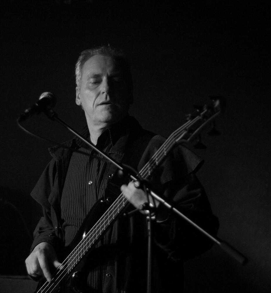 MIKE II - mit Bassgitarre