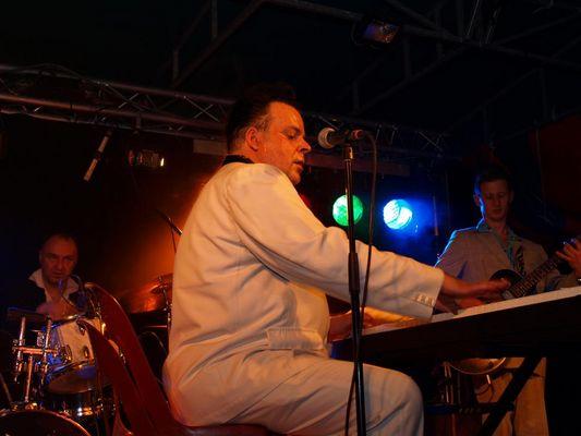 Mike Sanchez in concert