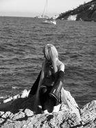 Miku -Shooting auf den Klippen von St. Tropez