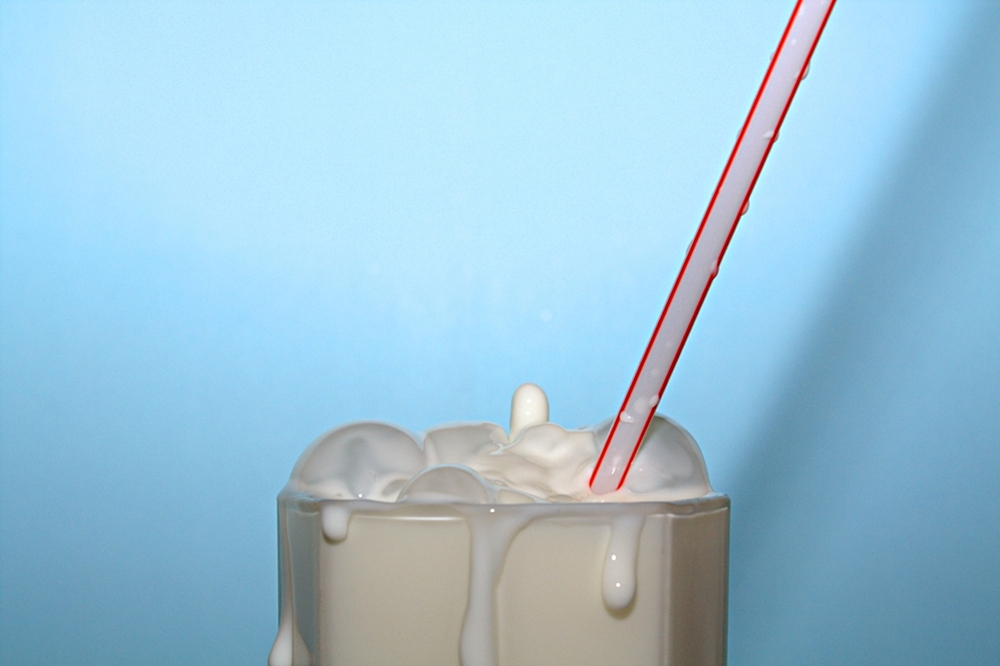 Milchglas mit Röhrchen^^