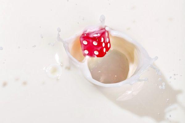 Milchloch mit Würfel
