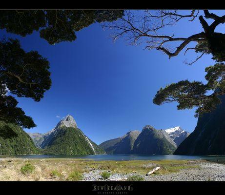 Milford Sound und Mitre Peak