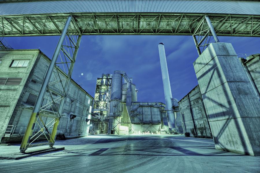 Milke-Werk in Geseke vor Sonnenaufgang (HDR)