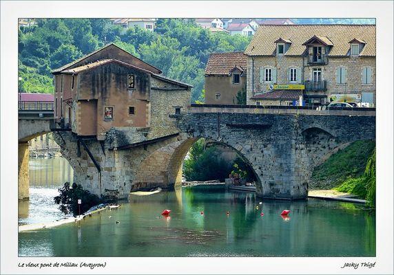 MILLAU (Aveyron) Le vieux pont
