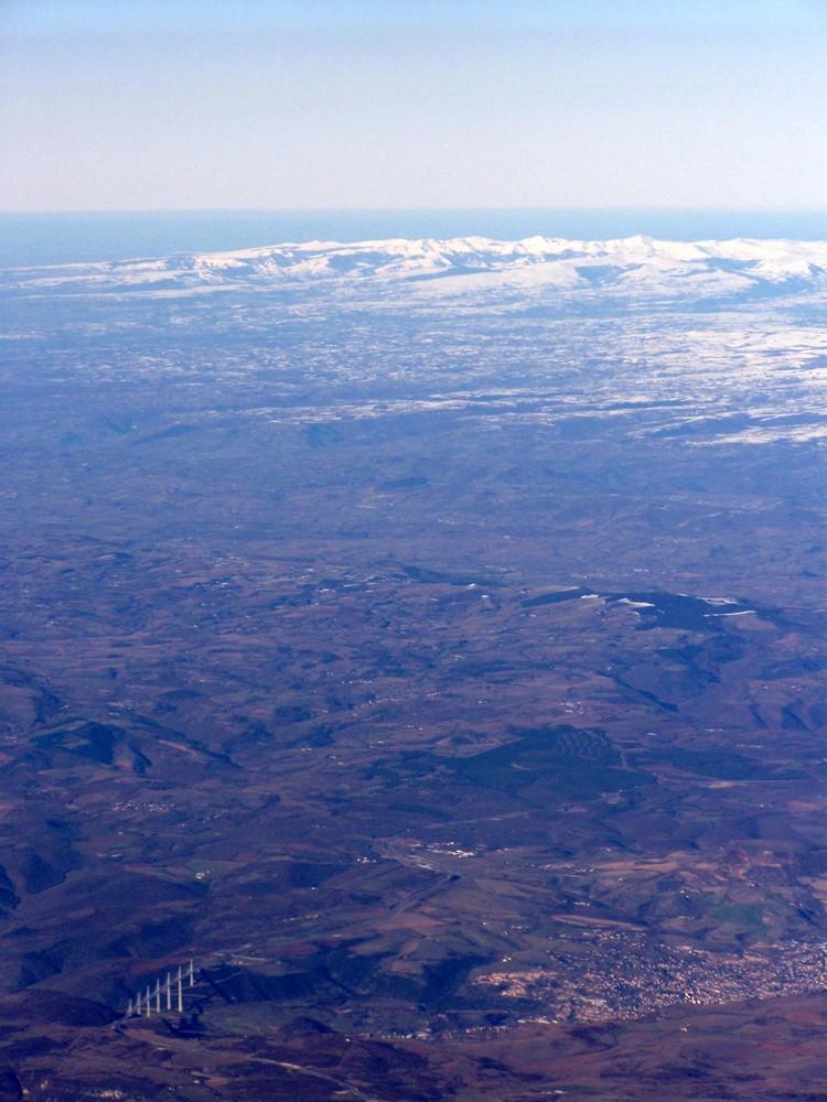 Millau, son viaduc et le Massif Central