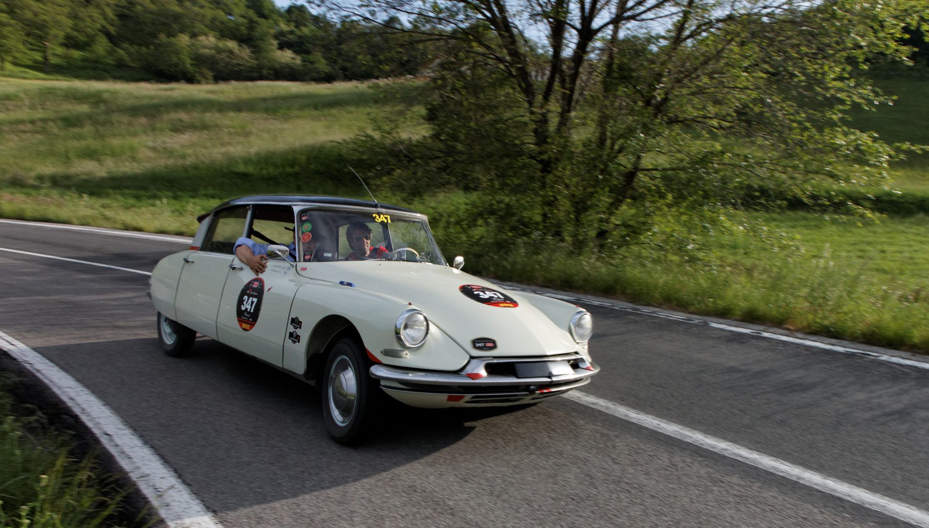 Mille Miglia 2012: Citroen DS in voller Neigerung