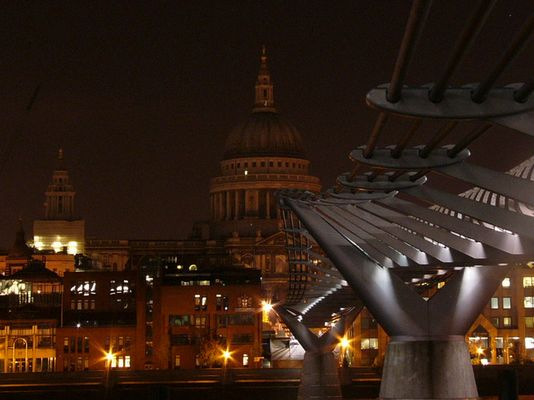 millenium bridge and st.paul catedry in background..london