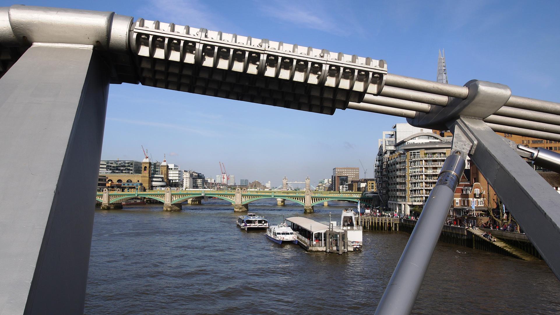 Millenium Bridge + Tower Bridge