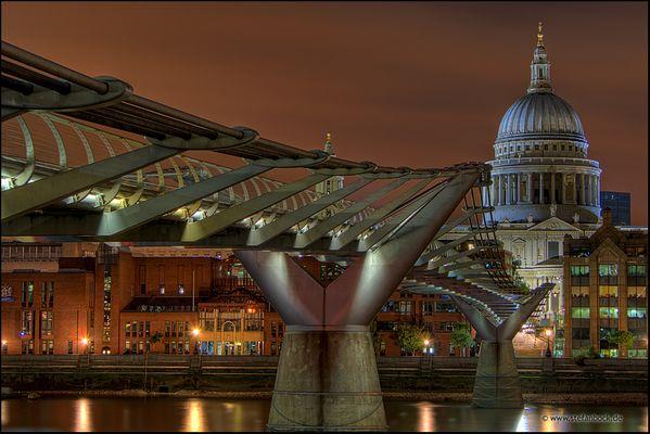Millennium Bridge und St. Pauls Cathedral