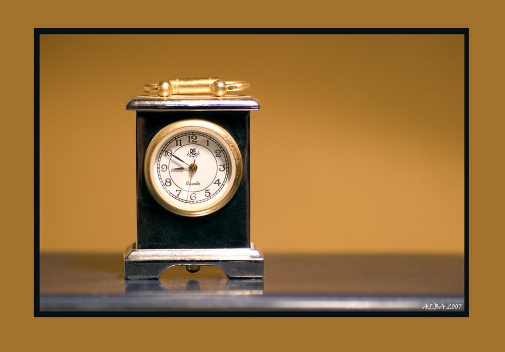 Miniatur-Uhr