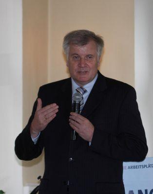Minister Horst Seehofer beim Wahlkampf in München-Trudering