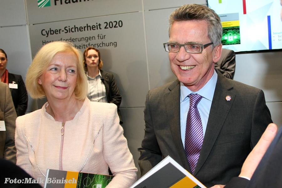 Minister Thomas de Maizière and Ministerin Johanna Wanka