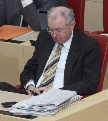 Ministerpräsident Günther Beckstein bei der Arbeit