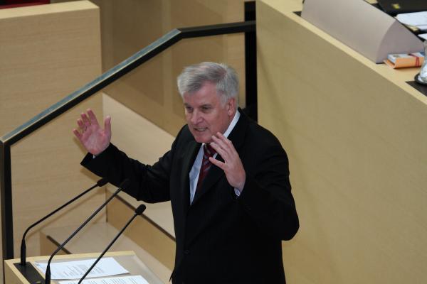 Ministerpräsident Seehofer bei der Regierungserklärung zur bayerischen Landesbank