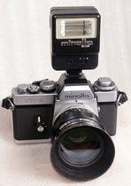 Minolta XE1 Mit Rokkor 1:1.2 58mm, Metallblende und Blitz Minolta BC 226.
