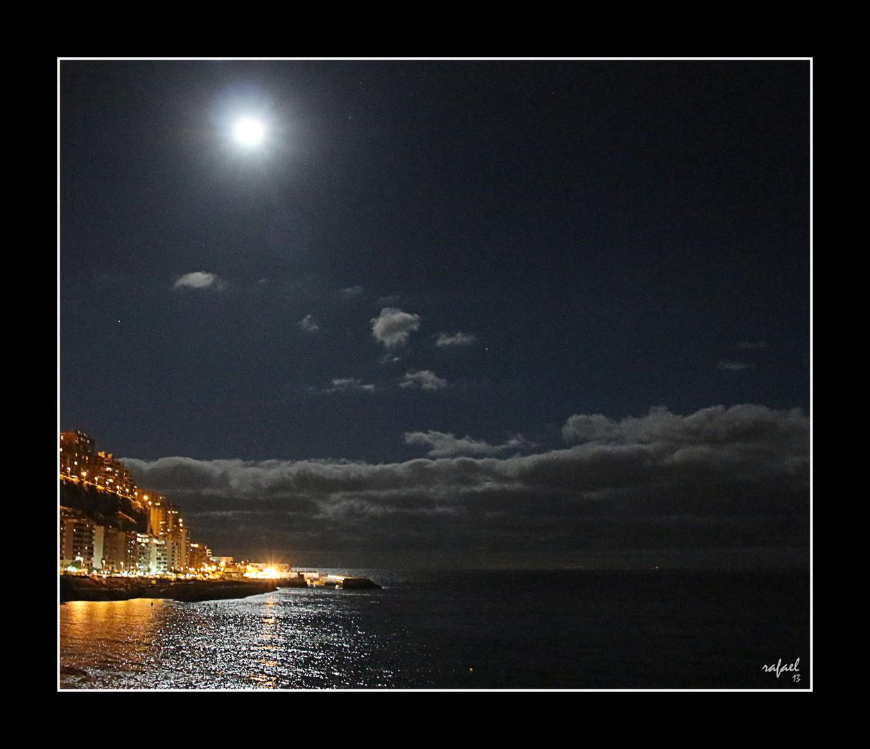 Mira qué alta va la luna