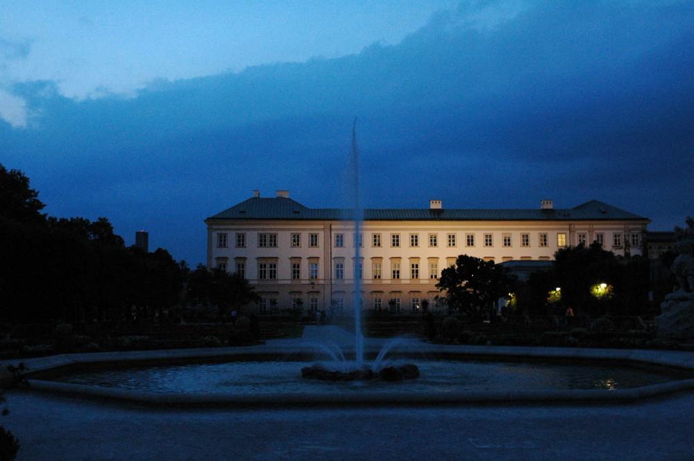 Mirabellgarten bei Nacht