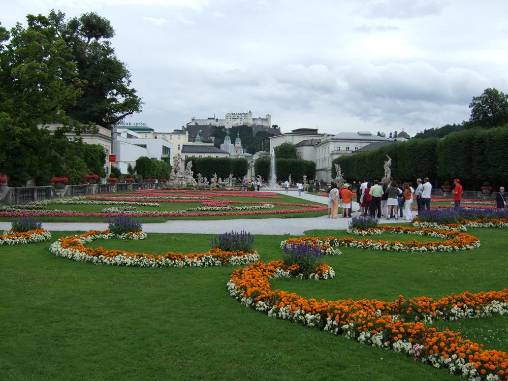 Mirabellgarten mit Blick auf die Festung in Salzburg