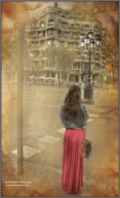 Mirando a la Pedrera de Gaudí