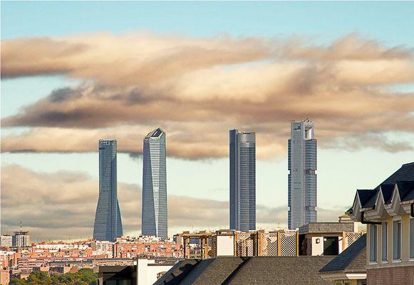 Mirando al cielo (Madrid,  España)