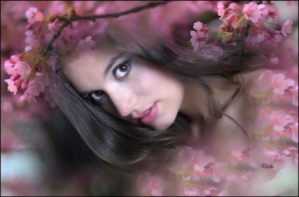 Miriam con flores de Nena