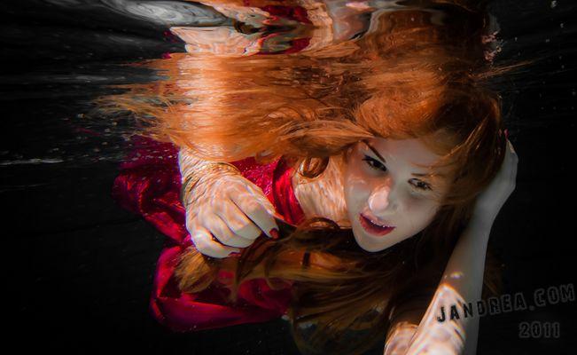 Miriam unter Wasser