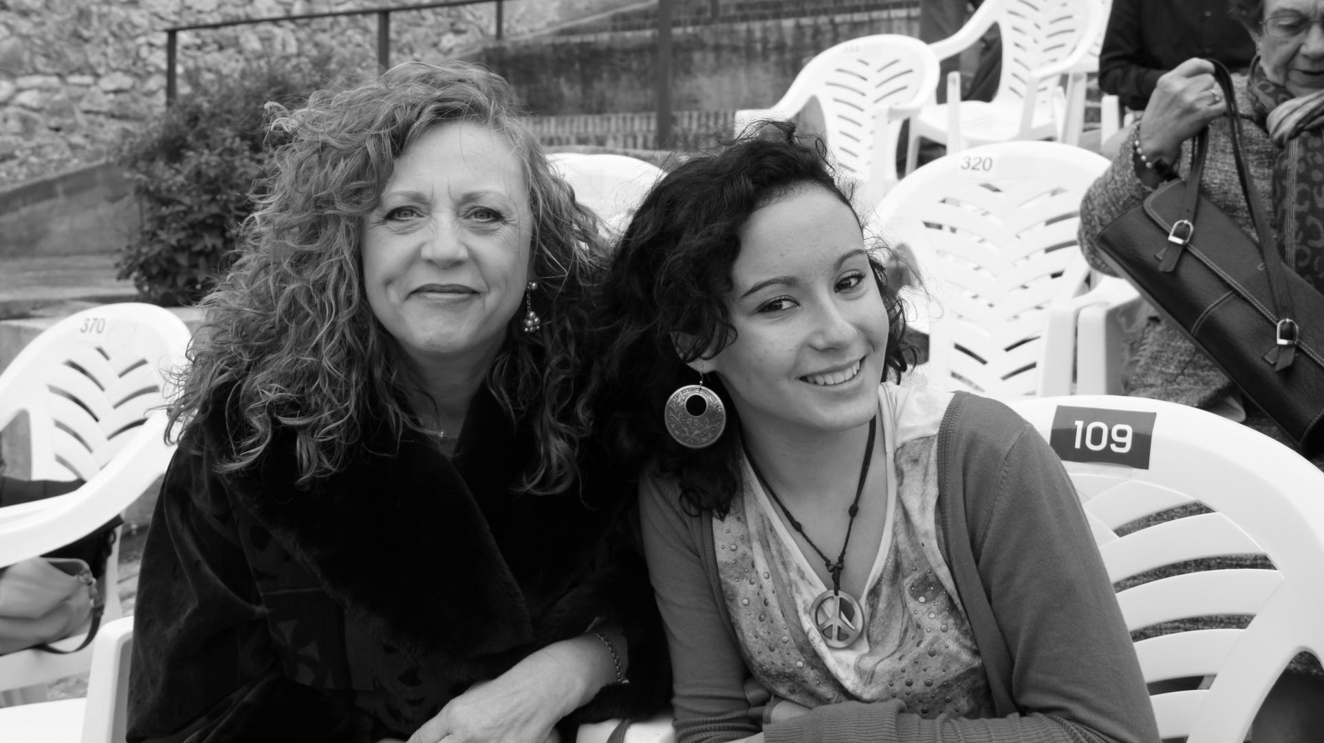 MIS CHICAS... Mi amiga Mariví, y mi hija Teresa...