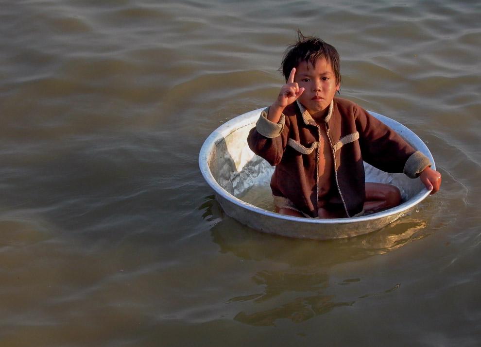 Misère sur le Tonlé Sap, près de Siem Reap, Cambodge