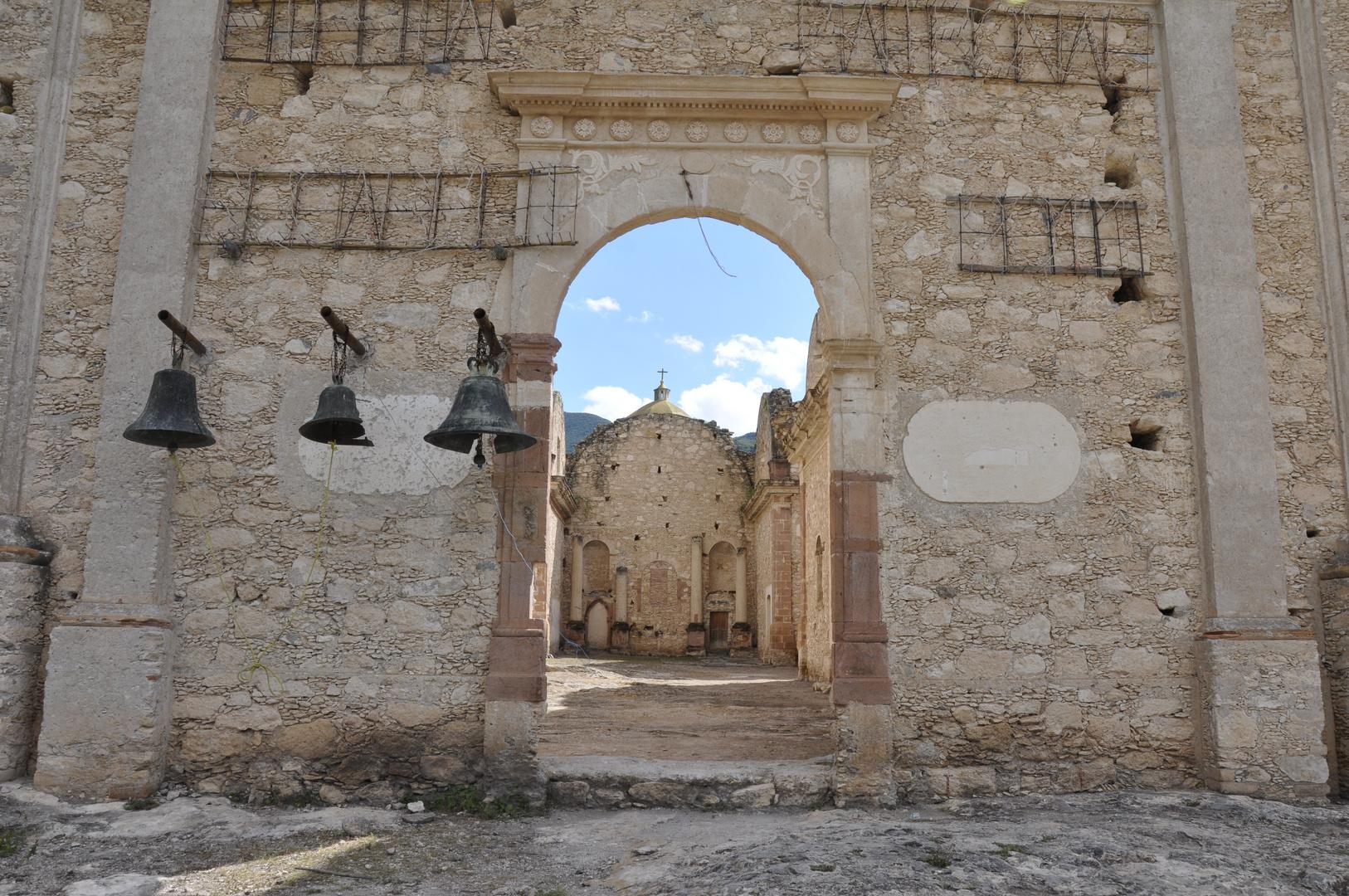 Misión en ruinas