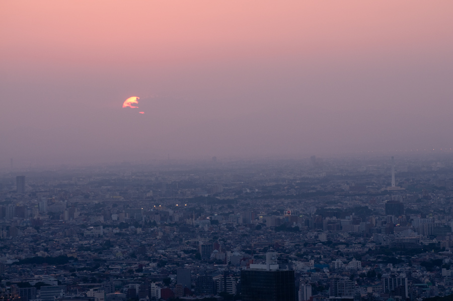 Misted evening sun in Tokyo