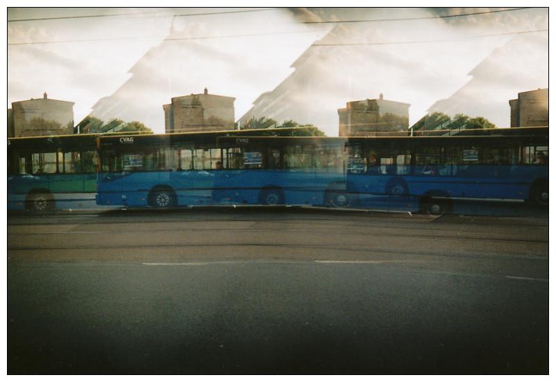 ~ mit dem Bus ~