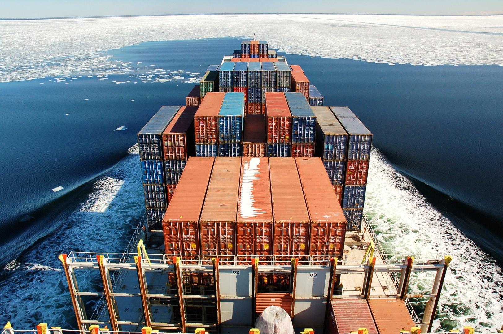 """mit dem containerschiff """" reinbek """" in die eiszeit"""