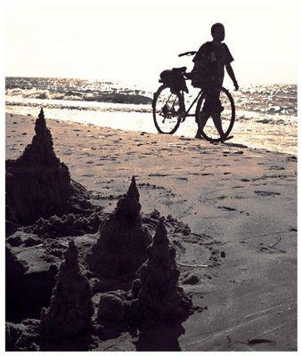 Mit dem Fahrrad am Strand