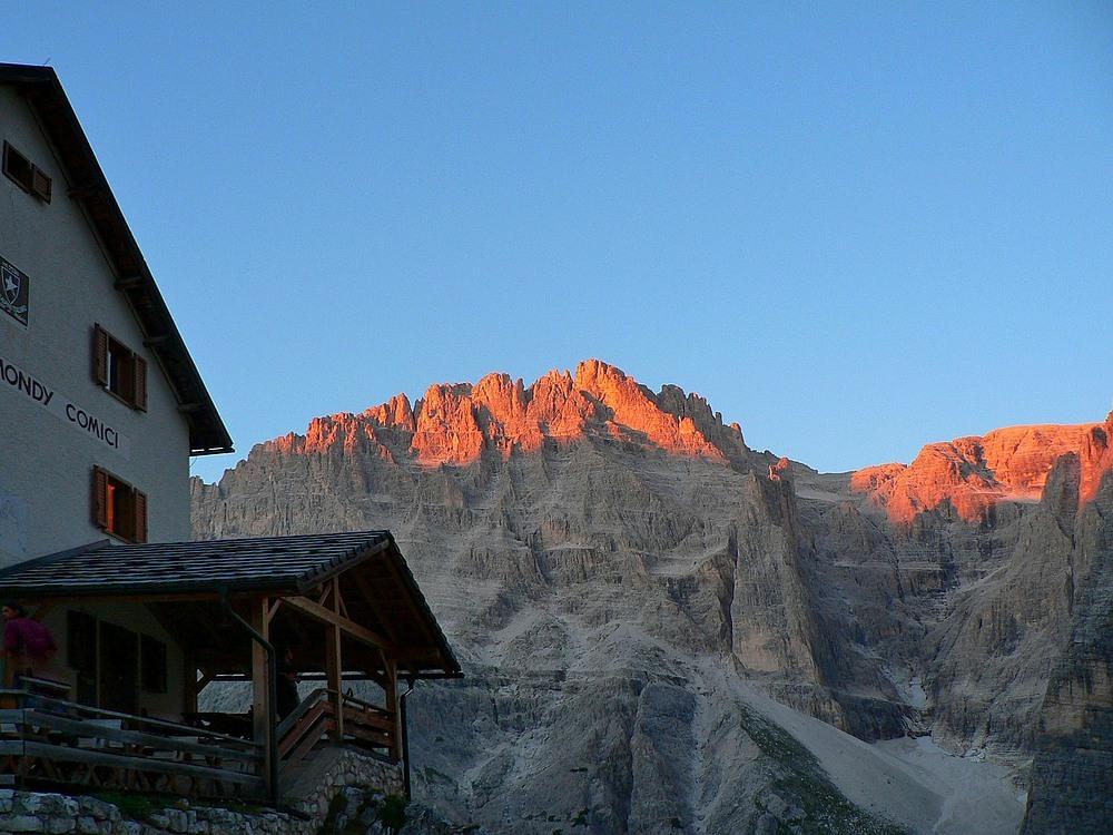 Mit dem Gipfelglühen an der Zsigmondyhütte 2224m...