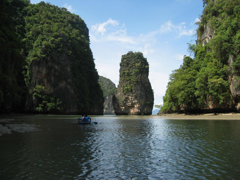 Mit dem Kanu in der Phang Nga Bay