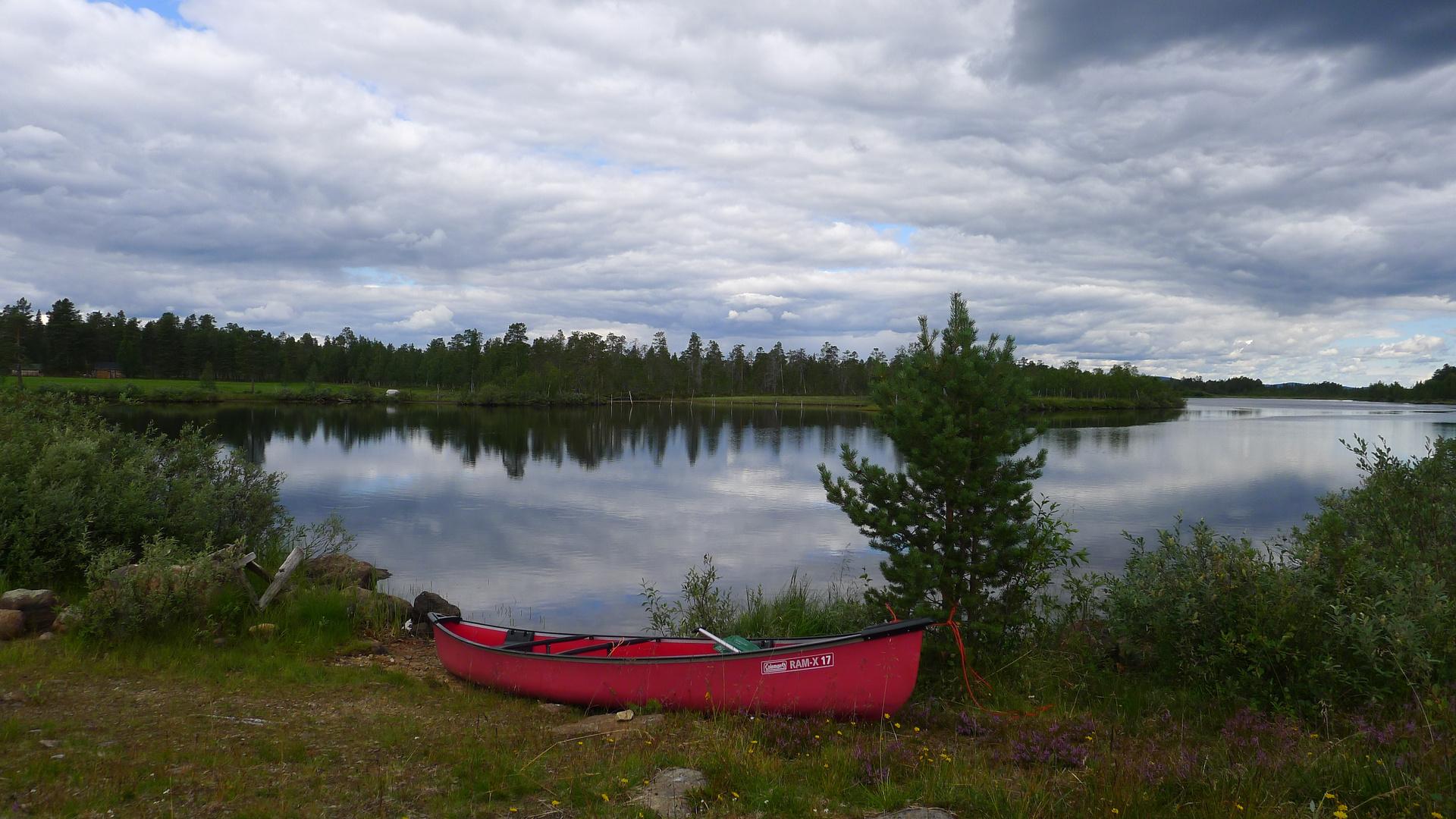 mit dem Kanu unterwegs auf dem Muddusjoki bei Inari