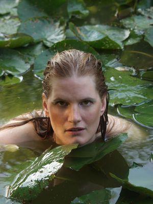 Mit den Seerosen schwimmen