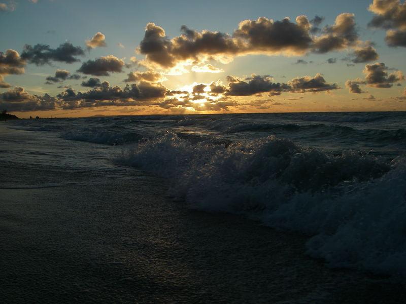 Mit den Wellen in den Sonnenuntergang Varadero-Kuba