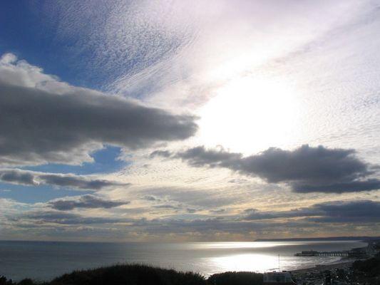 Mit den Wolken über das Meer...