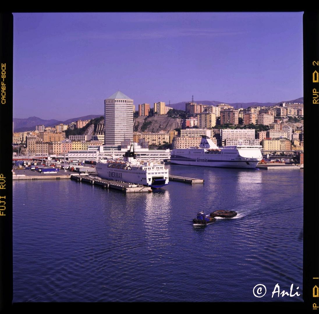 Mit der Hasselblad im Hafen von Genua