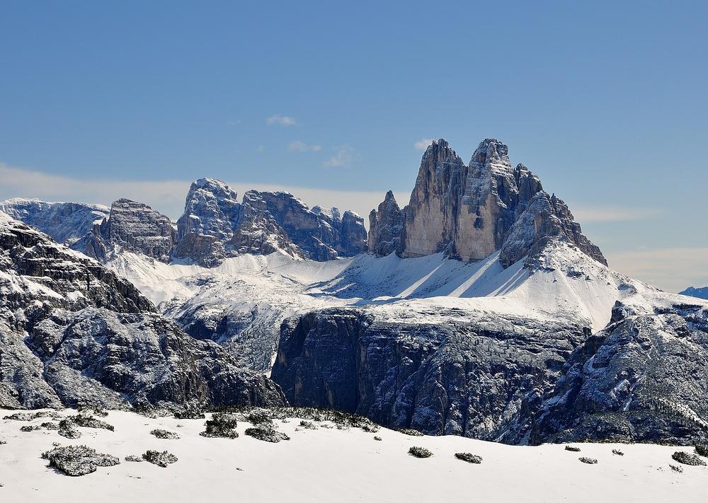 Mit einem sonnigen Winterbild von den Drei Zinnen möchte ich allen...